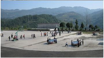 宣恩縣珠山鎮和平中小學操場