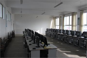 猇亭中学微机室