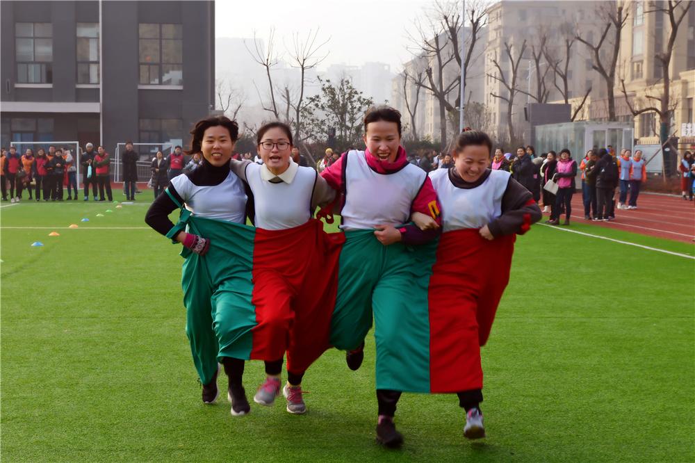 徐州市王新庄小学积极参加泉山区2020年教职工趣味运动会